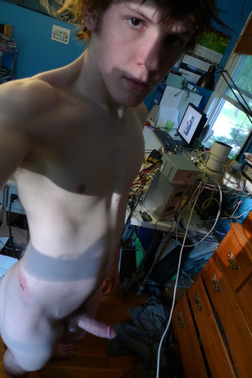 Horny Gay Boy Get Naked On Cam