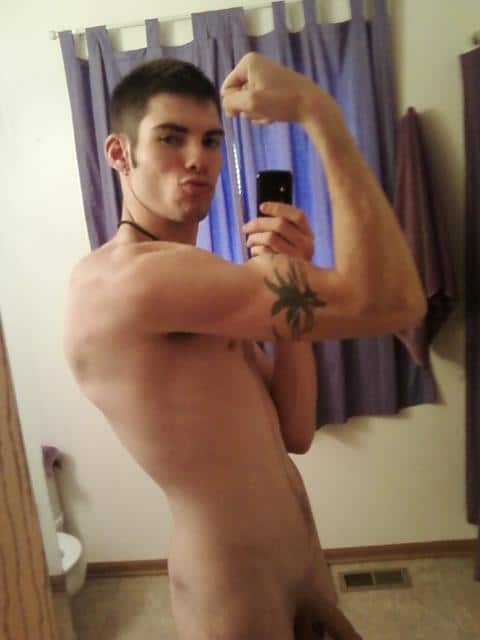 Sexy Dude Show His Muscle With Tattoo